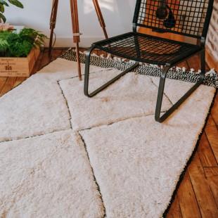 Tapis berbere blanc à losanges noirs 230x143cm
